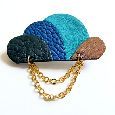 Cloud Brooch in blue by Akabe