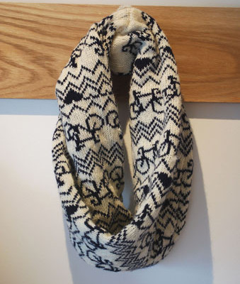 WEB - Bike Twist Snood Cream and navy 1