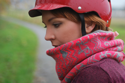 WEB - Fushia commuter cowl outdoor 2