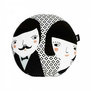 evaristo-y-manuela-black-cushion
