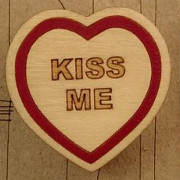 kiss-me-brooch-Copy-mc