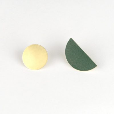 Balance stud earring pair