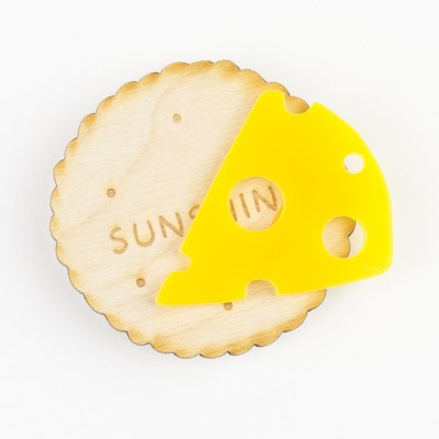 Hello Sunshine Cheese&Biscuit brooch 01